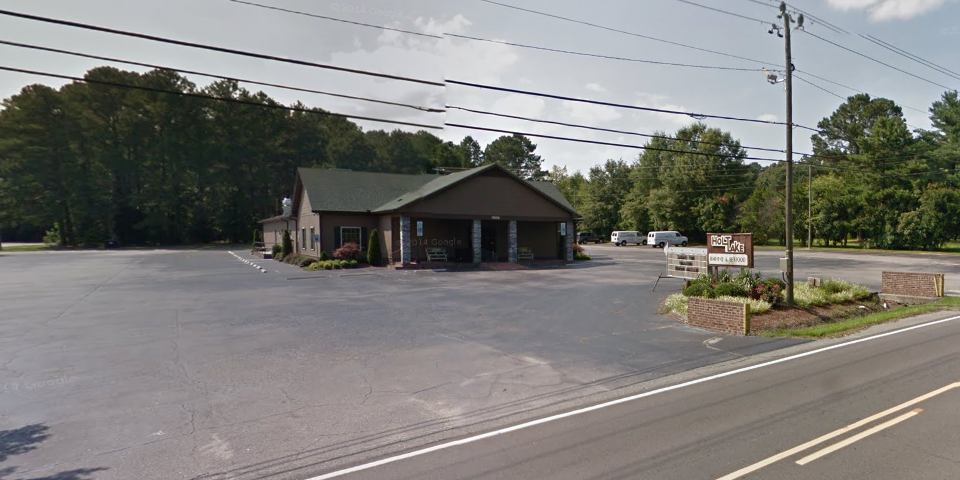 Holt Lake BBQ and Seafood - Smithfield, North Carolina | I-95 Exit Guide